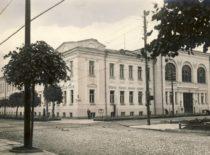 Universiteto Pirmieji rūmai, kuriuose 1940–1943 m. buvo Statybos fakultetas. (Originalas – KTU muziejuje)