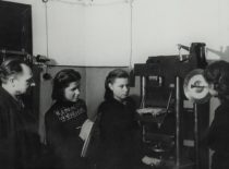 Statybos fakulteto laboratorijoje, 1955 m. (V. Varno nuotr.)