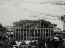 1951 m. Architektūros fakultetas, įsikūręs buvusiuose Vyskupijos rūmuose (Donelaičio gatvėje), buvo sujungtas su Statybos fakultetu.