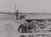 KPI Statybos fakulteto II kurso studentai Kauno hidroelektrinės statyboje, 1956 m.