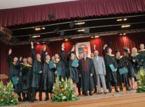 SAF diplomų įteikimas, 2011 m. Centre – dekanas Žymantas Rudžionis.