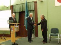 Prof. Jurgio Bučo 70-mečio jubiliejus auloje, 2006 m. Jubiliatą sveikina KTU rektorius prof. R. Bansevičius ir senato pirmininkas prof. R. Žilinskas.