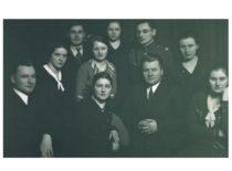 J. Vėbra (3-ioje eilėje iš dešinės) su kolegomis Lietuvos universiteto Matematikos-gamtos fakulteto studentais, 1926 m (Originalas – J. Vėbros šeimos archyve)