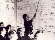 V. Ragulskienė tehcnikos mokslų daktaro (dabar habil. dr.) disertacijos gynimo metu, 1973 m.