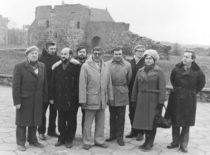 Karl – Zeiss (Vokietija) ir SSRS MA Kosminių tyrimų instituto atstovai su vibrotechnikais aptaria bendrų tyrimų rezultatus: 1-as iš kairės K. Ragulskis, 2-a iš dešinės V. Ragulskienė, 1985 m.