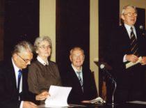 Konferencijoje, 2001 m. Iš kairės – prof. R. Bansevičius, prof. V. Ragulskienė, prof. K. Ragulskis, LMA prezidentas prof. B. Juodka.