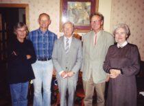 Po pasitarimo Volmer, dr. A. Kumpikas, K. Ragulskis, prof. J. Volmer (Vokietija), V. Ragulskienė, 2001 m.
