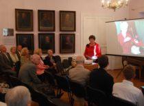 Doc. L. Naginevičienė skaito pranešimą apie prof. V. Ragulskienės gyvenimą ir mokslinę veiklą Kauno miesto muziejuje, 2011 m.