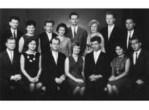 V. Ragulskienės grupės KPI baigimo dešimtmetis. Pirmoje eilėje iš kairės Kazimieras ir Vyda Ragulskiai,1965 m.