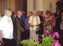 Ragulskiai sveikina klasės draugę prof. A. Gaigalaitę, 2007 m