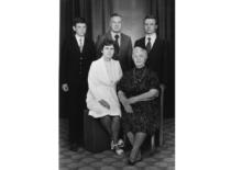 Ragulskių šeima ir S. Kęsgailienė švenčiant Vydos 50-ties metų jubiliejų, 1981 m.