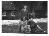 Kazimieras Ragulskis su žmona Vyda ir jos mama, 1958 m.