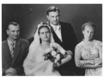 Vydos Kęsgailaitės ir Kazimiero Ragulskio vestuvės, 1958 m. birželis. Pabrolys – Aloyzas Ragulskis, pamergė – Danguolė Zareckaitė.