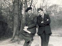 J. Lukša (dešinėje) su draugu Petru Vilučiu Paryžiuje, 1949 m. (Lukšų šeimos archyvas)