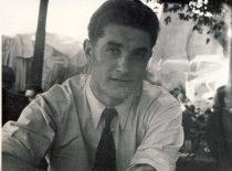 Juozas Lukša Šv. Vincento zoologijos sode Paryžiuje, 1949 m. balandžio 18 d. (Lukšų šeimos archyvas)